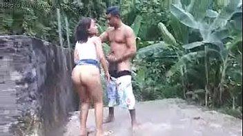 Flagra Real de Loirinha Fazendo Sexo no Meio da Rua