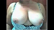 Madura peituda em sua primeira masturbação na webcam
