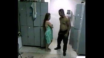 Brasil tudo liberado com a vadia dando no vestiário