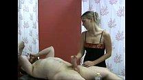 Loira massagista safada no barrigudo punhetando