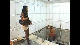 Dona de casa safada dando pro pedreiro