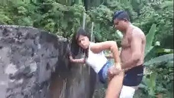 Sexo amador escondido de casal na rua