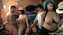 Gordinhas sensuais em festa de porno grupal