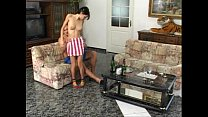 Magrinha dando de saia rosa ao namorado