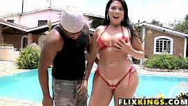 Soraya carioca xvideos dando de biquini fio dental