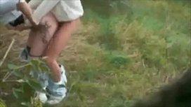 Trepando no mato com a loira e filmando o porno