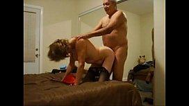 Velha trepando com o marido grisalho no porno amador