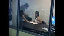 Flagra de sexo em publico dentro deo escritório