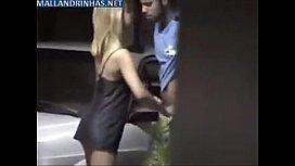 Flagra real de sexo no estacionamento com a loira cachorra
