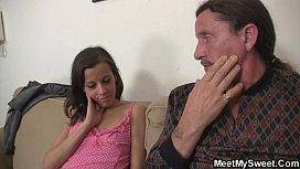 Boa foda incesto de papai com novinha linda