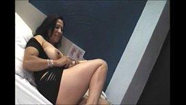 Madura brasileira em video pornográfico se consolando