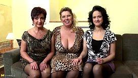 Três velhas fogosas com uma mesma pica no grupal