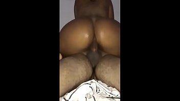 Mulher do corno com pica mulata na boca