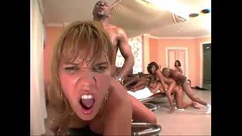 Mulheres brasileirinhas dando o cu em grupal