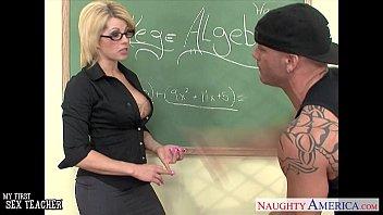 Tatuado malandrão fodendo a professora