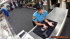 Vídeo com a atriz se passando por policial transando