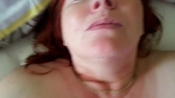 Vídeo com gordinha madura ruiva rabuda na pica