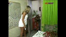 A brasileira safada em cena dando pro entregador dotado