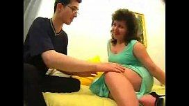Incesto entre mae tarada de vestido verde e filho dotado