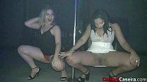 Dotado em vídeo encoxando na balada nessas safadas no pole dance