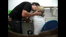 Flagra de safado em traição com a empregada no video caseiro