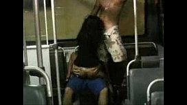 Flagra de safado fazendo sexo gostoso no onibus com a puta
