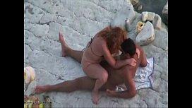 Fudendo com muito amor em publico na praia