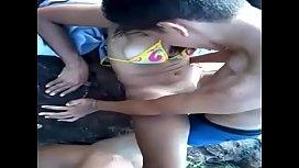 Dotados moleques em vídeo suruba no mato com amiga