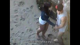 Foda na praia bem rapidinha do casal sendo flagrado