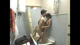 Fodendo com tesão no banheiro e vazando na net