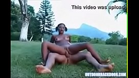 Negrinha exótica e sexy chorando em porno dando o cu