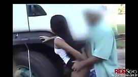 Prostituta em sexo ao ar livre transando com caminhoneiros