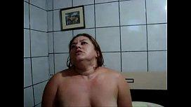 Velha amadora e gorda dando o cu na sentada forte