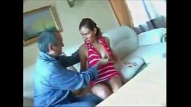 Porno tio coroa e sua sobrinha morena de vestido