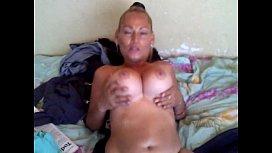 Puta exibicionista e madura na putaria peladona