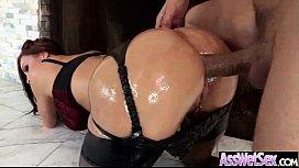 A gostosona em vídeo erótico dando o cuzinho apertado