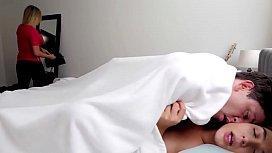Novinha sapeca e metedeira fudendo de manhã cedo