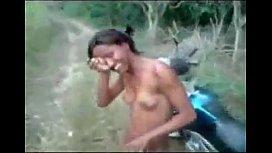 Novinha no mato dando ao motoqueiro amigo na putaria