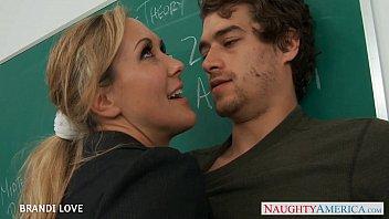 Professora gostosona em porno faz sexo com aluno