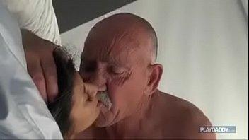 Vovo do sexo chupou bucetuda e meteu
