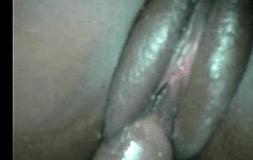 Negra da buceta grande transando sem camisinha