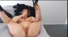 Tia tarada masturbando sua pepeca peluda