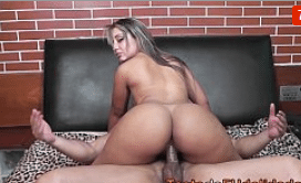 Xvideos cavalgando rabuda tarada sentando na piroca