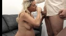 Gravida dando o cu para seu patrão no sofa