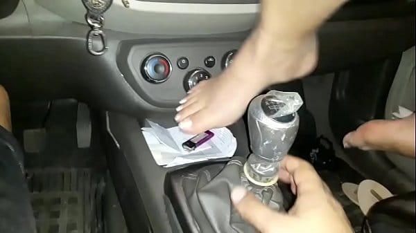 Mulher vagabunda fodendo no carro