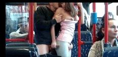 Flagra de sexo no onibus comendo a buceta raspada da novinha