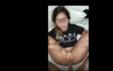 Metendo na vagina caseira da nerdzinha safada