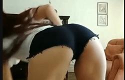 Novinha gostosa dançando funk com rabo grande