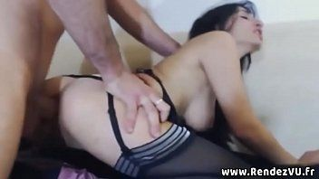 Mulher vagabunda ruiva pelada fazendo sexo oral guloso