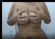 Baba gostosa exibindo seus peitos grandes em video de sexo